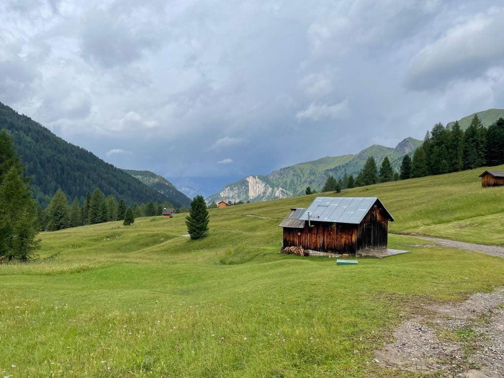La Val San Nicolò, vicino al rifugio Baita delle Cascate.